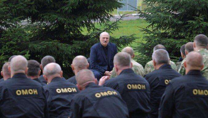 Lukašenko uzdevis slēgt streikojošos uzņēmumus un vienlaikus viņš aicināja piedot miličiem, ja viņi kļūdījušies